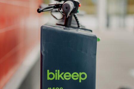 citycon-kristiine-keskus-bikeep-scooter-station-05156