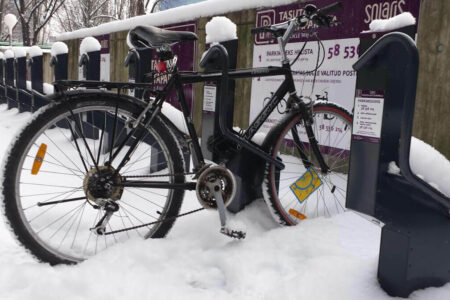 Outdoor bike racks for winter